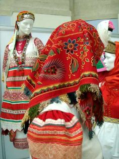 Russian textiles and trim Russian Fashion, Russian Style, Daily Fashion, Everyday Fashion, Folk Costume, Costumes, Norwegian Clothing, Russian Culture, Ethnic Print