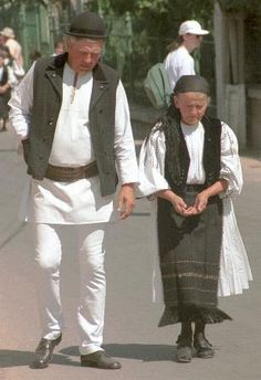 The Eliznik website is dedicated to the study of the traditional peasant culture in Romanian and Bulgaria City People, Traditional Clothes, Fringe Scarf, Black Felt, Black Fabric, Girls Out, White Cotton, Folk, Peace