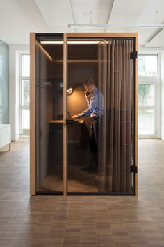 KUBUS I MICRO - Designer Office Pods from Strähle ✓ all information ✓ high-resolution images ✓ CADs ✓ catalogues ✓ contact information ✓ find. Commercial Design, Commercial Interiors, Office Pods, Cool Office Space, Home Studio Music, Workspace Design, Co Working, Cabin Design, Booth Design
