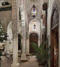 In Marrakech, Villa des Orangers displays the best Moroccan craftsmanship. Discover the private Riad suite with its own pool