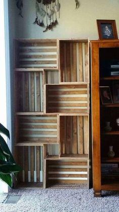 50 Amazing DIY Bookshelf Design Ideas for Your Home - Bücherregal Dekor Diy Bookshelf Design, Crate Bookshelf, Wood Bookshelves, Bookshelf Ideas, Vintage Bookshelf, Crates On Wall, Bookshelves In Bedroom, Bookshelves For Small Spaces, Apartment Bookshelves