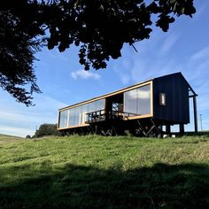 Image 2 of 34 from gallery of MÜLLER House / Ortuzar Gebauer Arquitectos. Photograph by Ortuzargebauer arquitectos Container Architecture, Eco Architecture, Prefab Cabins, Prefab Homes, Cabin Design, House Design, Small Summer House, Barn Style House Plans, Off Grid House