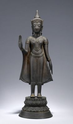 According to a Thai text, the Buddha put on a crown and necklace when he made a magical appearance to convert a heretic king. Culture Of Thailand, Standing Buddha Statue, Art Thai, Stone Carving, Siamese, Ancient History, Asian Art, Buddhism, Art Museum