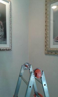 """preparativi allestimento esposizione fotografica """"Oltre il ritratto""""di Aurora Giampaoli artista /fotografa della Scuderia Livin'art"""