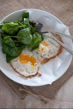 the importance of breakfast {it also helps you loose weight}