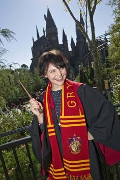 Ginnifer Goodwin as she explored The Wizarding World of Harry Potter with friends. During her visit, Ginnifer showed off her affinity for the Harry Potter books and films by dressing up in a Hogwarts school robe and a Gryffindor scarf.
