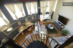 airbnb Fun loft in North Greenpoint sleeps 6- they have other properties in building that also sleep 6