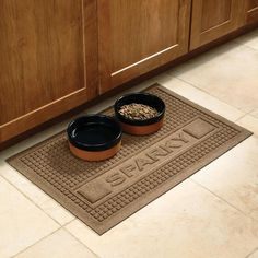 Pet food mat keeps your floor clean and protects against spills.
