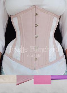 Ref.: CRU 033.  Corset underbust tela 100% algodão branca e tricoline rosa claro, faixas internas e fechamento frontal por busk . Site: http://www.josetteblanchardcorsets.com/ Facebook: https://www.facebook.com/JosetteBlanchardCorsets/ Email: josetteblanchardcorsets@gmail.com josetteblanchardcorsets@hotmail.com