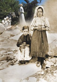 Original- 1917 photo (photographer unknown) of Lúcia dos Santos (standing) with her cousin Jacinta Marto (Two of the Three seers of the Apparitions of Fatima) Catholic Saints, Roman Catholic, Catholic Beliefs, La Salette, Novena Prayers, Lady Of Fatima, Religious Pictures, Holy Mary, Jesus Is Lord