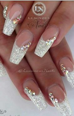 LOVE this nail art look. Woud be very pretty for a bride | wedding nail art ideas #brides