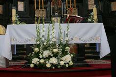 Výsledok vyhľadávania obrázkov pre dopyt pierwszokomunijne dekoracje kwiatowe ołtarza
