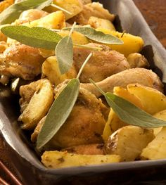 This recipe for Big Chicken & Potato Roast makes a great weekend meal Chicken Potatoes, Roasted Potatoes, Healthy Family Meals, Healthy Snacks, Roast Recipes, Chicken Recipes, South African Recipes, Ethnic Recipes, Biggest Chicken