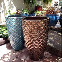 #mulpix Vasos vietnamitas feitos à mão. Loja aberta amanhã das 8h às 19h. #lojavillagarden #vasos #plantas #amooverde #natureza #verde