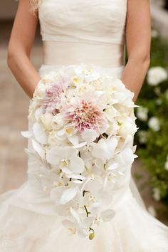 Stunning cascading bouquet ~ Floral Design: Bob Gail Special Events