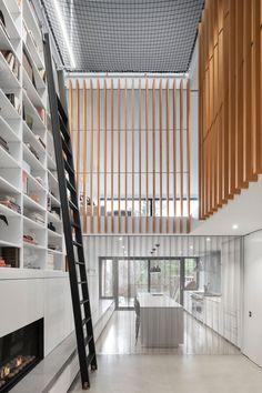 Atrium Townhome in Montréal, Canada / RobitailleCurtis Latest House Designs, Cool House Designs, Modern Staircase, Staircase Design, Spiral Staircases, Atrium Design, Architecture Résidentielle, Journal Du Design, Terraced House