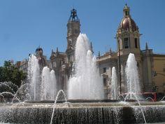 Valencia is de op twee na grootste stad van Spanje. Het is de hoofdstad van de gelijknamige provincie en van de autonome regio. De stad heeft een inwonertal van 786.424 (2014) en in de agglomeratie van de stad wonen 1.832.274 mensen.