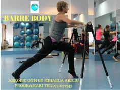 Metoda Barré armonizează antrenamentele tradiționale  de  Pilates , elemente de Kinetoterapie și mișcări de baza din Balet, pentru un corp armonios și tonifiat. Barre Body, Aerobics, Pilates, Gym Equipment, Sporty, Exercise, Style, Fashion, Pop Pilates