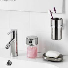 Ako ne voliš mrlje, zavoljet ćeš KALKGRUND dozator sapuna koji se lako održava zahvaljujući površini otpornoj na otiske prstiju. www.IKEA.hr/KALKGRUND_dozator_sapuna