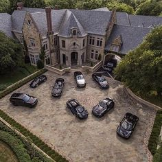 photo: house/residence of cool talented  8 million earning USA-resident
