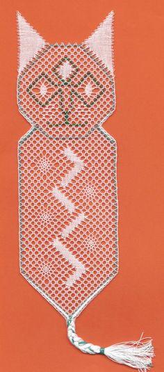 Image - Un chat en dentelle torchon - Blog de myriam-dentelle - Skyrock.com Camilla, Bobbin Lace Patterns, Bookmarks, Crochet Bikini, Pattern Design, Etsy, Crafts, Teneriffe, Couture