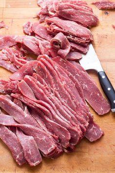 Simple Beef Jerky Recipe, Chicken Jerky Recipe, Homemade Beef Jerky, Best Beef Jerky, Dried Beef Recipes, Dog Food Recipes, Spinach Recipes, Kitchen Recipes, Pork Recipes