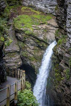 Schöne Wanderung zum Gräppelensee im Toggenburg Easy Jet, Cheap Flight Tickets, Holiday Places, Travel Goals, Solo Travel, Switzerland, Places To Travel, Tourism, Waterfall