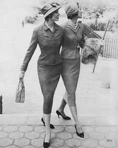 skirt suits - want to do a themed photo shoot with this style of clothes. Maybe with a suitcase or other sort of prop then edit to look retro. Retro Mode, Vintage Mode, Retro Vintage, 1950s Fashion, Vintage Fashion, 1950s Suit, Dame Chic, Vintage Dresses, Vintage Outfits