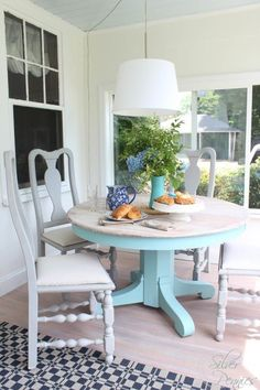 A sunroom furniture set makeover with a lovely table finished in a custom mix of Pure White and Provence Chalk Paint® decorative paint by Annie Sloan. A wash of Old White was applied to the top while the chairs received Paris Grey | By Finding Silver Pennies