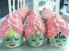 Spa Party Cake Pops - I would have used lips sprinkles but very cute . this could also be a genie from alladin very easily by changing colors Kids Spa Party, Spa Birthday Parties, Pamper Party, Slumber Parties, Teen Parties, Spa Party Cakes, Spa Cake, Cake Pops, Festa Party