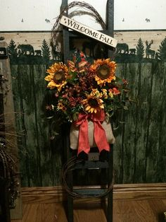 Winnie Creek Designs - Primitive and Country Decor & Gifts, Union City, Pennsylvania. Specializing in primitive and country home decor. Prim Decor, Country Decor, Fall Floral Arrangements, Primitive Fall, Welcome Fall, Barn Wood, Flower Decorations, Wood Projects, Autumn 2017