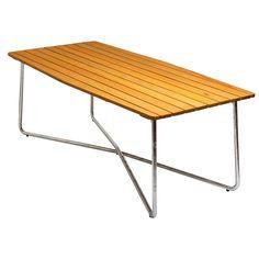 B30 pöytä merkiltä Grythyttan Stålmöbler. Suuri pöytä yksinkertai...
