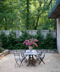 Simple yet elegant outdoor seating | Smith Hanes