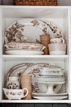 Vintage THIS! Only maybe in blue transferware instead of brown. But the brown is kind of growing on me. - Your home for all things Design. Home Tours, DIY Project, City Guides, Shopping Guides, Before Vintage Dishes, Vintage China, Vintage Kitchen, Antique Dishes, Vintage Tableware, Vintage Dinnerware, Ceramic Tableware, Kitchenware, Displaying Collections