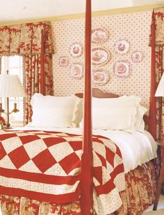Red Country Bedroom The red and white quilt is a simple touch among the elegance of this room. Red Decor, Red Cottage, Bedroom Red, Red Bedding, Red Rooms, Beautiful Bedrooms, Bedroom, Home Decor, Country Bedroom