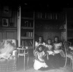 """Imperial """"girlies"""", 1906"""