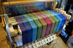 Love this Warp. It reminds me of the warp I did for my purse.