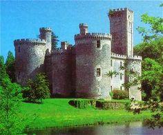 Le château de Montbrun est un château fort des XIIᵉ et XVᵉ siècles, situé sur la commune de Dournazac en Haute-Vienne. (Limousin)