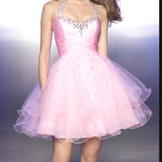 I absolutely want this dress if I go to junior prom :D