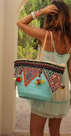 ╰☆╮Boho chic bohemian boho style hippy hippie chic bohème vibe gypsy fashion indie folk the . Boho Gypsy, Hippie Boho, My Bags, Purses And Bags, Feminine Mode, Estilo Hippie, Ibiza Fashion, Bohemian Fashion, Boho Bags