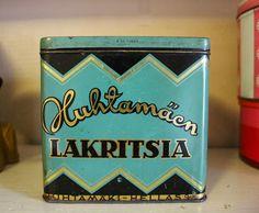 Melkein Tavallista: Eteisen purkkihylly Coffee Cans, Finland, Product Design, Graphic Design, Canning, Home Canning, Visual Communication, Conservation