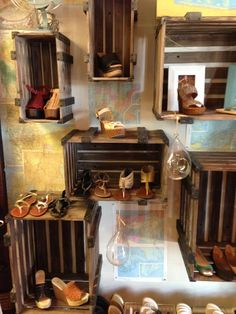 Unique Boutique Displays | Unique way to display shoes with old crates | Layout