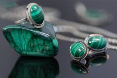 Malachite jewelry trending this season: Malachite and Sterling Silver Jewelry for summer styles Bohemian Jewelry, Vintage Jewelry, Sterling Silver Name Necklace, Silver Earrings, Malachite Jewelry, Gold And Silver Rings, Holiday Jewelry, Birthstone Jewelry, Charm Jewelry