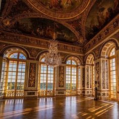 Parisian Apartment Decor Secrets To Steal For A Chic Home Baroque Architecture, Classical Architecture, Beautiful Architecture, Chateau Versailles, Louis Xiv Versailles, Palace Interior, Mansion Interior, French Country Bedrooms, French Decor