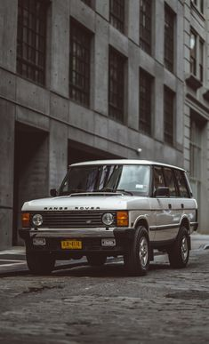 1995 Range Rover Classic — Brooklyn Coachworks Suv Range Rover, Custom Range Rover, Range Rover White, Range Rover Classic, Range Rover Sport, Range Rovers, Land Rover Car, Land Rover Defender, Jeep Sport
