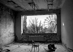 View of amusement park from Chernobyl classroom. Chernobyl Nuclear Power Plant, Chernobyl Disaster, Chernobyl Today, Nagasaki, Abandoned Buildings, Abandoned Places, Abandoned Amusement Parks, Fukushima, Ghost Towns