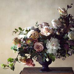 "2,163 Likes, 21 Comments - Kate Holland / Magnolia Rouge (@magnoliarouge) on Instagram: ""BEAUTIFUL BLOOMS   Incredible floral arrangement by @tincanstudios #weddingflowers #weddinginspo…"""