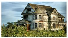 The Historic 1897 Victorian Queen Anne James Redman House in Watsonville, California- Abandoned