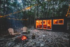 Experience the Serenity of the Catskills With This Off-Grid Shipping Container Cabin #cabin #shippingcontainer #castkills