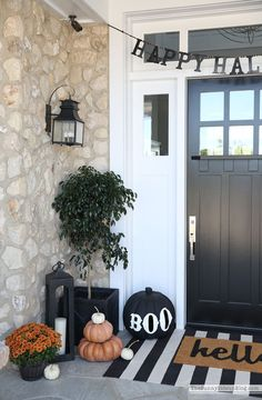 Halloween Porch Decor (Sunny Side Up) Today I'm sharing our Halloween Porch and some Fall Fashion with you all today! We are ready for Halloween around here. Bring it on. Outside Fall Decorations, Halloween Porch Decorations, Halloween Home Decor, Outdoor Halloween, Fall Halloween, Halloween Parties, Women Halloween, Classy Halloween, Halloween College